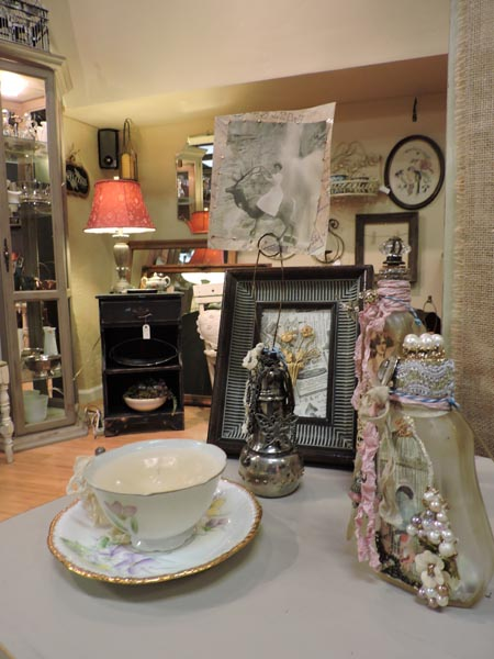 The 4,000+ square foot mall has more than 25 individual vendors, some of which are both dealers and designers, displaying everything from French antiques, and continental art, to Danish and midcentury modern pieces.